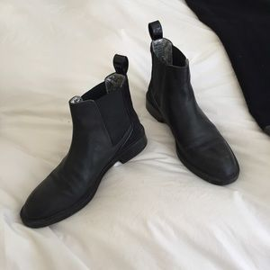 Zara Black Leather Chelsea Boots